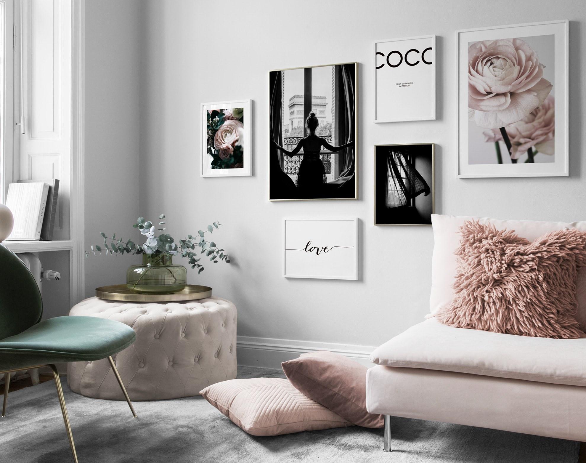 Elegancki salon, różowe i czarno-białe plakaty